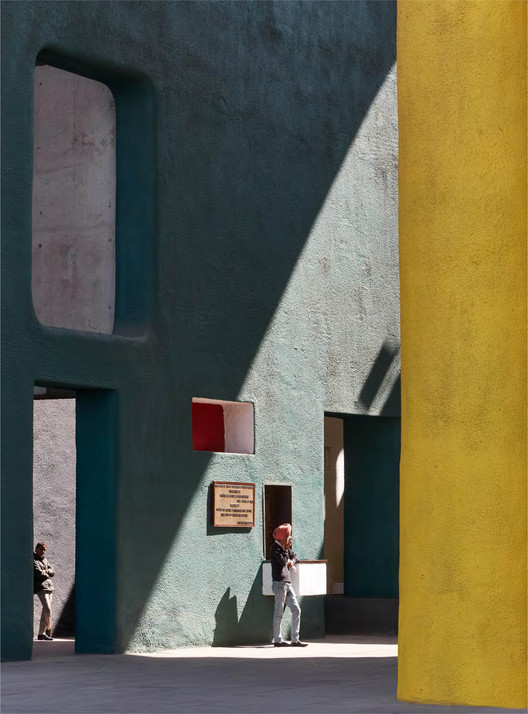 Architectural Photographer Edmund Sumner Takes Part in the Artist Support Pledge Initiative with Chandigarh Images, The Leaning Man . Image © Edmund Sumner
