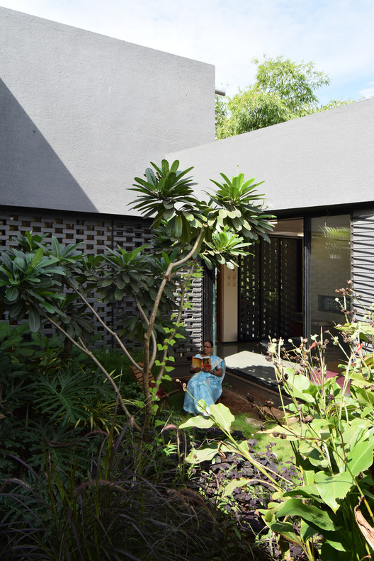 House in a Gaothan / unTAG. Image © unTAG Architecture & Interiors