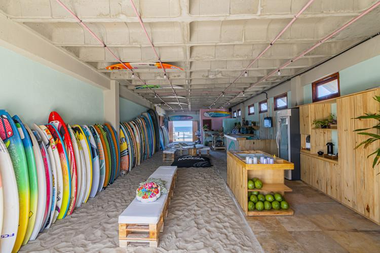 Junco Escola de Surf / CABE Arquitetos, © Felipe Petrovsky