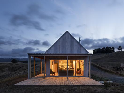 Karangahake House  / MAKE Architects