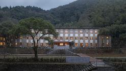 Lostvilla Qinyong Primary School Hotel / Atelier XÜK