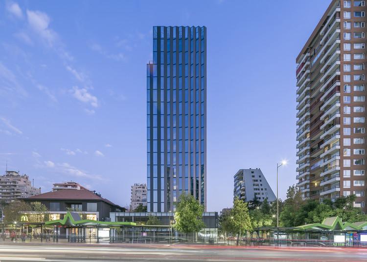 Edificio Origami / LAND Arquitectos + AMUNATEGUI BARREAU AIA arquitectos, © Sergio Pirrone