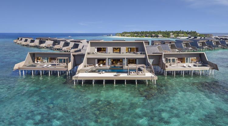 The St. Regis Maldives Vommuli Resort / WOW Architects, © Aaron Pocock, Ralf Toolten