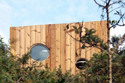 Cabanon 1005 House / estudio eyc