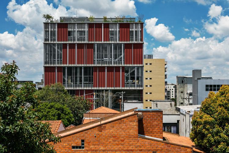 Conheça as obras brasileiras selecionadas para o 3º Prêmio Oscar Niemeyer, Edifício POP+ – Andrade Morettin arquitetos associados – São Paulo/SP. Foto © Nelson Kon