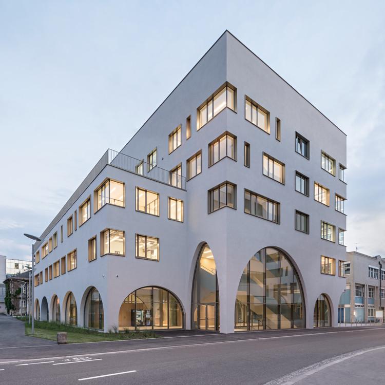 Institute of Pharmacy  / Berger+Parkkinen Associated Architects, © Hertha Hurnaus