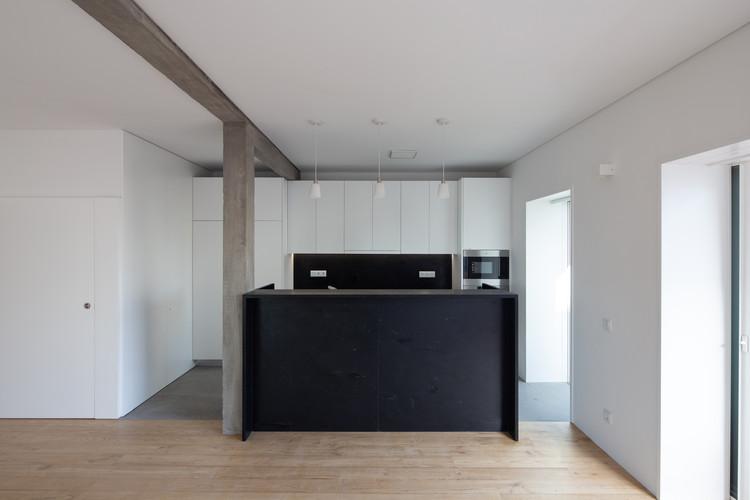 BLA Apartment / Alexandre Loureiro Architecture Studio + Gabriela Pinto, © Alexander Bogorodskiy