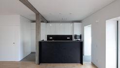 BLA Apartment / Alexandre Loureiro Architecture Studio + Gabriela Pinto