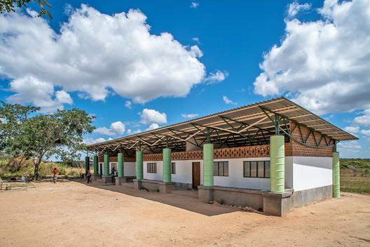 Shiyala Primary School / BuildX Studio