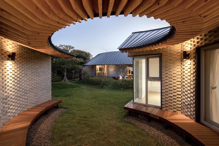 Casa Samdal Oreum / Formative Architects, © Youngsung Koh