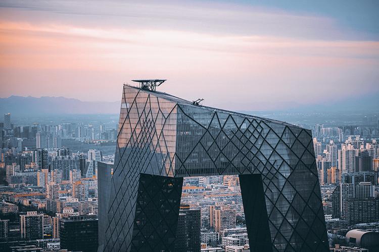 A urbanização da China: controle social e liberdade econômica, Torre da CCTV em Pequim. Imagem cortesia de Caos Planejado