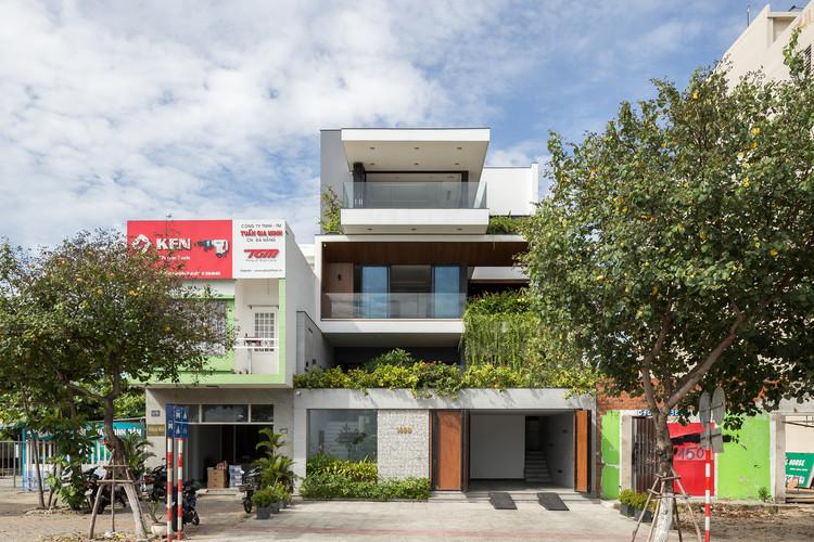 The Sunrise House / AVA Architects, © Hoang Le Photography
