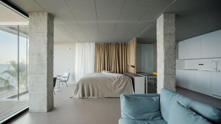 Apartamento Torremuelle. Una habitación mirando al mar  / Estudio Primitivo González, © Luis Díaz Díaz