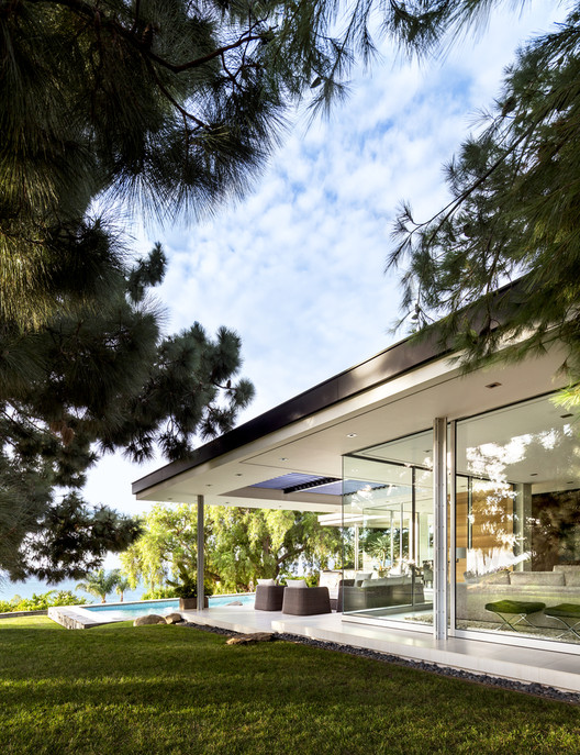 Open Corner Sliding Glass Doors: Towards a Light & Wide Architecture, Malibu Crest / Studio Bracket. Image © Scott Frances