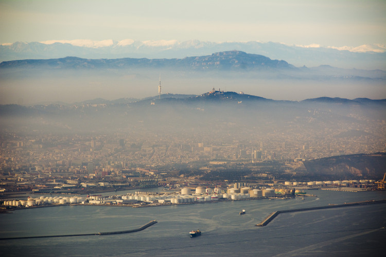 Barcelona with pollution. Image Courtesy of Jon Tugores