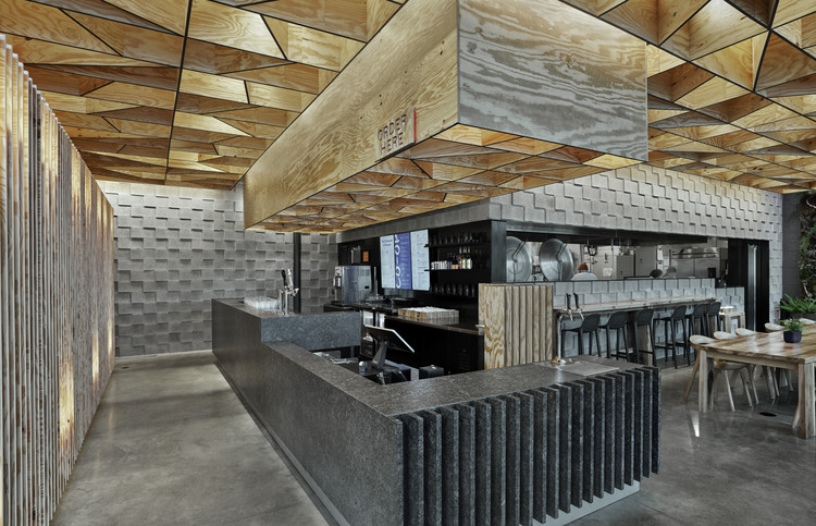 Restaurante CO-OP Ramen / Marlon Blackwell Architect, © Timothy Hursley