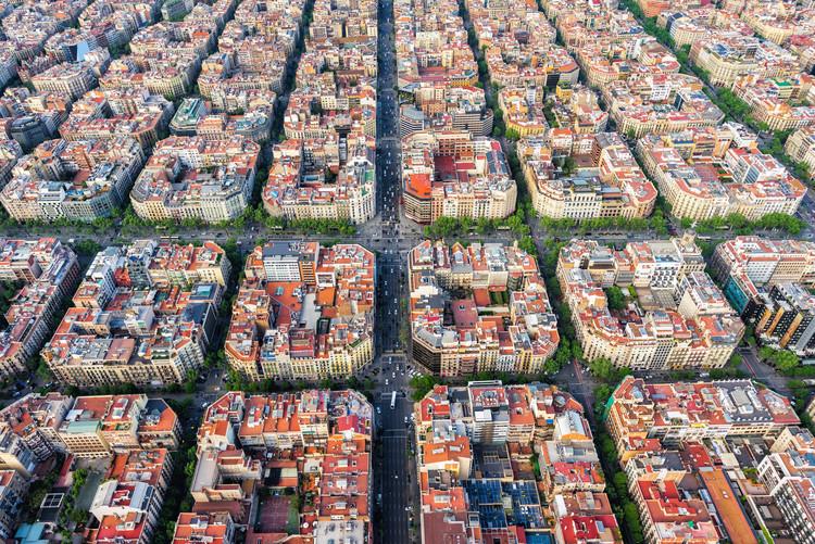 Como aumentar o número de apartamentos de aluguel acessível? O caso de Barcelona, Vista aérea de Barcelona. Imagem via Shutterstock/ By marchello74