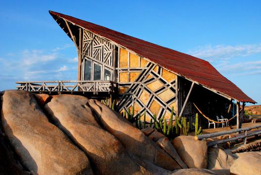Gerson Castelo Branco: The Impressive Works of a Self-taught Architect