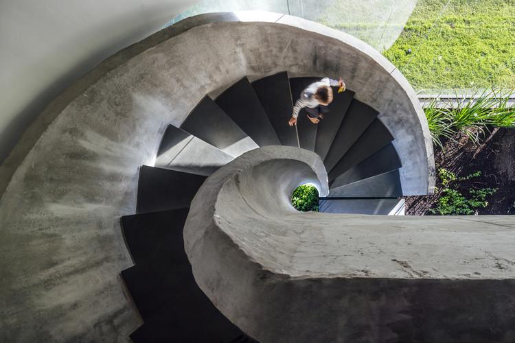 Casas brasileiras: 15 escadas que roubam a cena, Casa Ilhas / Arquitetura Nacional. Imagem: © Cristiano Bauce