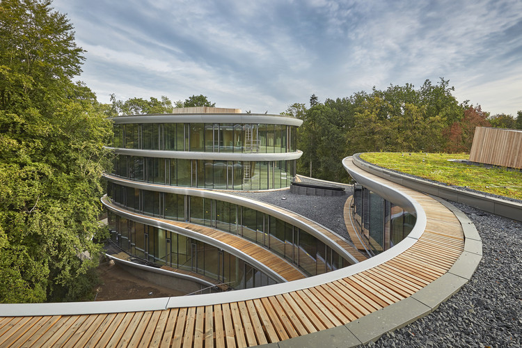 Triodos Bank by RAU Architects is the first temporary material bank. Image © Bert Rietberg