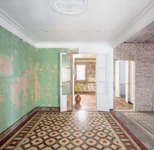 27+14 Apartment / Agora Arquitectura