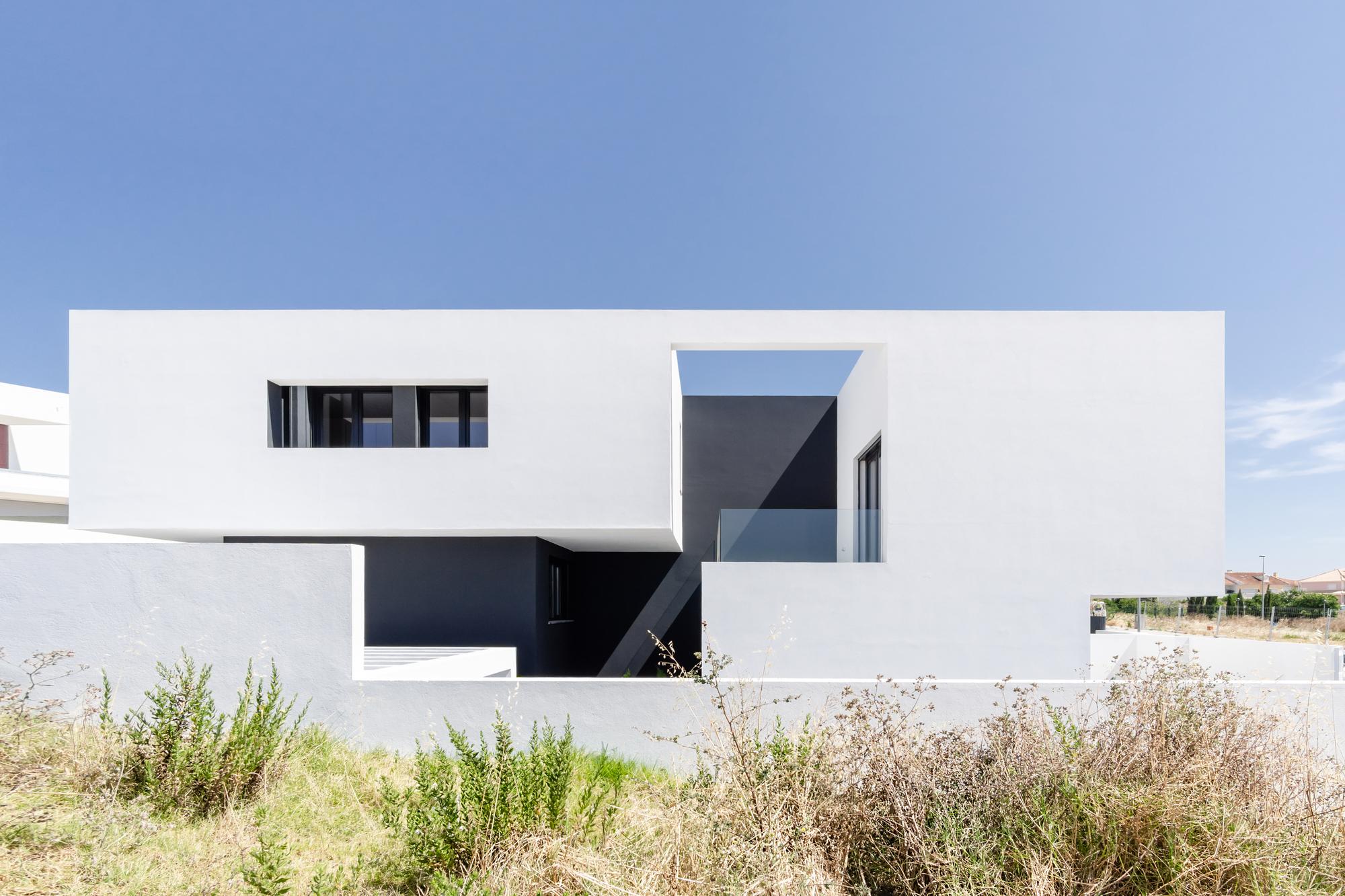 ARN 25 House / [i]da arquitectos