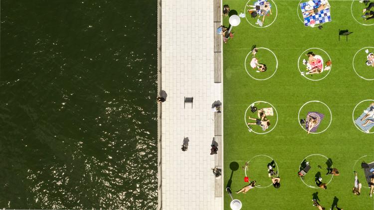 Social distancing circles aerial view. Image © Marcella Winograd