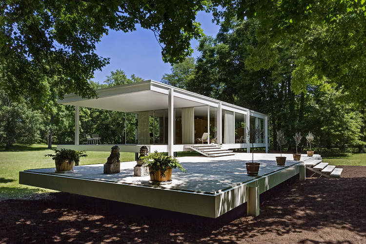 Installation at the Farnsworth House Showcases Original Furniture of Edith Farnsworth, © William Zbaren