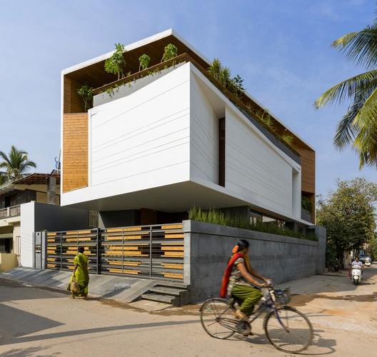 Gauribidanur Residence / Cadence Architects