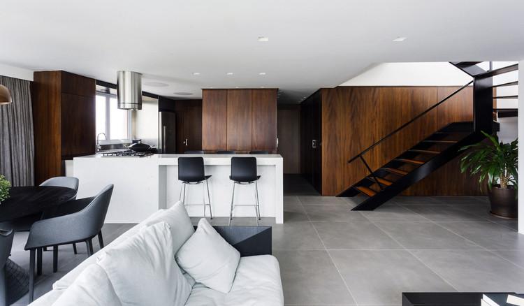 Tito Apartment / 0E1 Arquitetos, © Gabriel Carpes