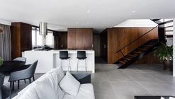 Tito Apartment / 0E1 Arquitetos