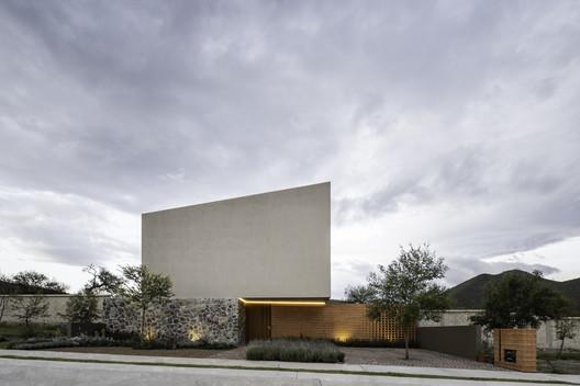 Casa Entre Jardines / MEM Arquitectos