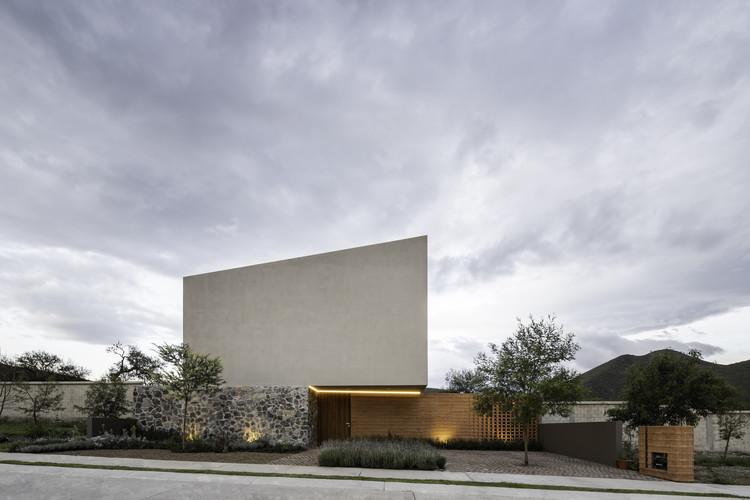 Casa Entre Jardines / MEM Arquitectos, © Ariadna Polo