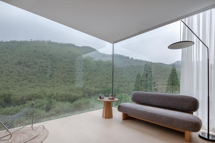 Nature and interior. Image © Xuguo Tang