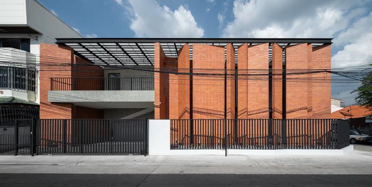 Casa Pakkret / Archimontage Design Fields Sophisticated, © DOF Sky|Ground