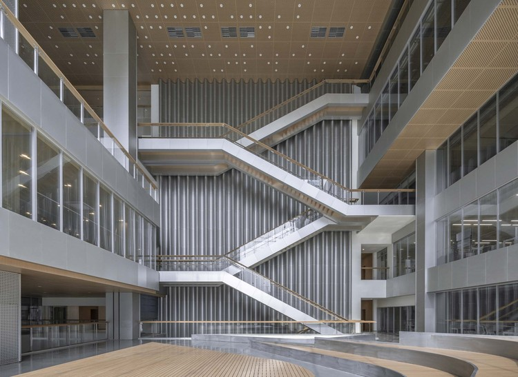 Atrium space as the core of the building and the driving engine . Image © Weiqi Jin