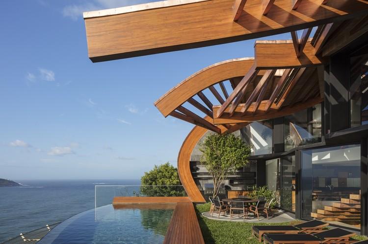 Casa onda / Mareines Arquitetura + Patalano Arquitetura. Image © Leonardo Finotti