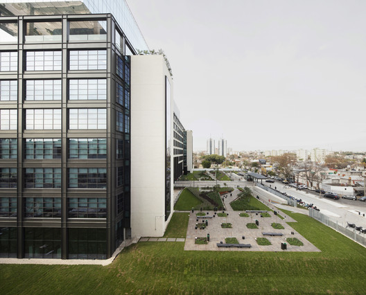 Polo Dot Office Park  / Machado Silvetti