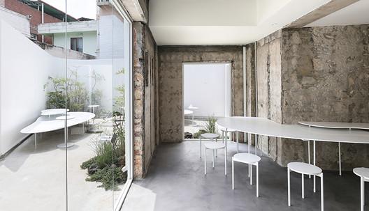 CUUN Coffee / Design Studio Maoom