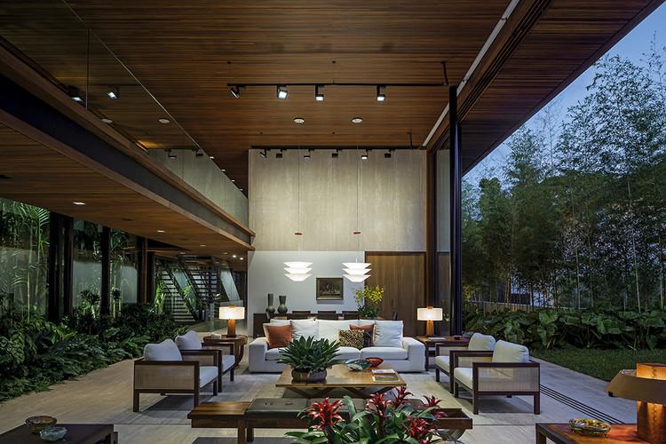 Casas brasileiras: 20 residências com pé-direito duplo, Casa MLA / Jacobsen Arquitetura. Imagem: © Leonardo Finotti