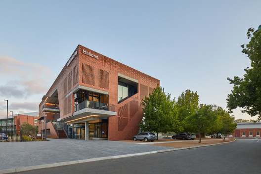Curtin University Midland Campus / Lyons + Silver Thomas Hanley