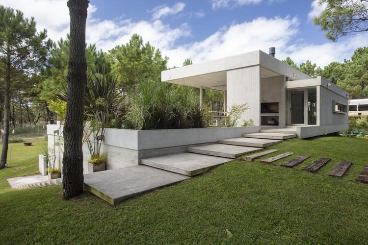 Casa con diez pinos / Estudio Frolik, © Gustavo Sosa Pinilla