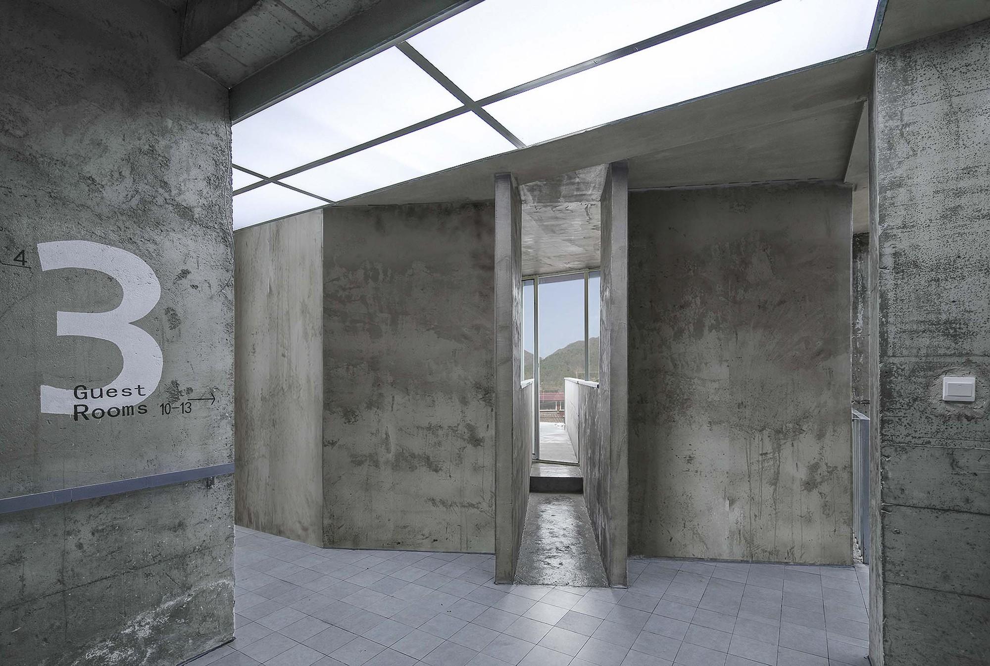 Colour Hostel Renovation / AML Design studio