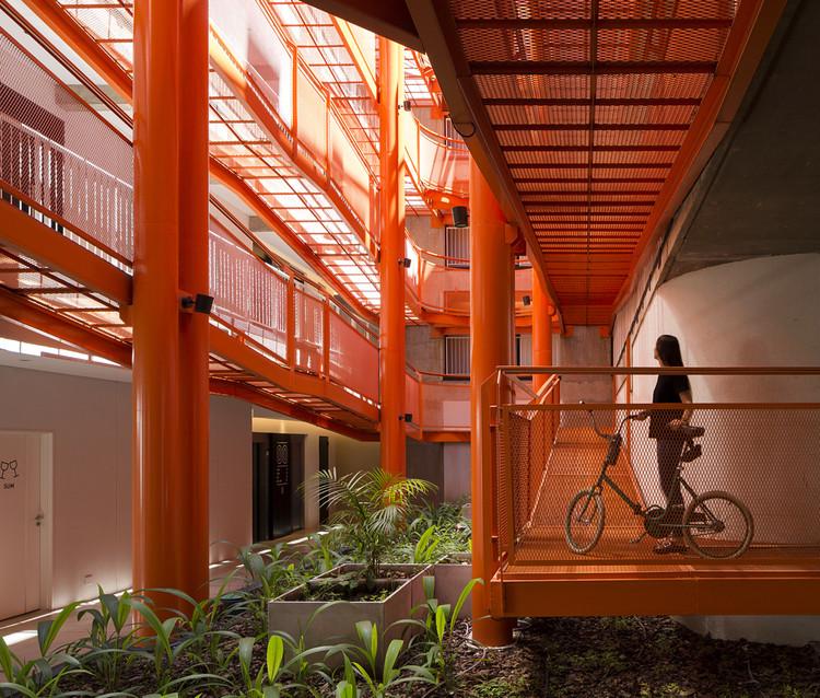 Escaleras exteriores en edificios residenciales: 10 proyectos con espacios de circulación abiertos en Argentina , © Javier Agustin Rojas