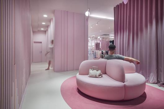 Nama Lingerie Shop / AKSL architekti