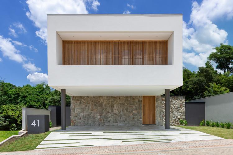 Casa MN / Uehara Arquitetura, © Paula Morais