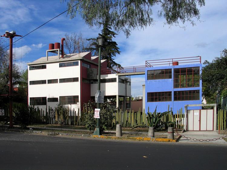 Clássicos da Arquitetura: Casas-Museu de Frida Kahlo e Diego Rivera / Juan O´Gorman, Casa Diego Rivera e Frida Kahlo. Via: Wikimedia, licença CC BY-SA 3.0