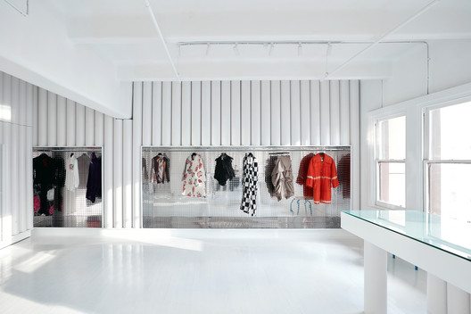 Dot Comme Gallery Shop / Sibling Architecture