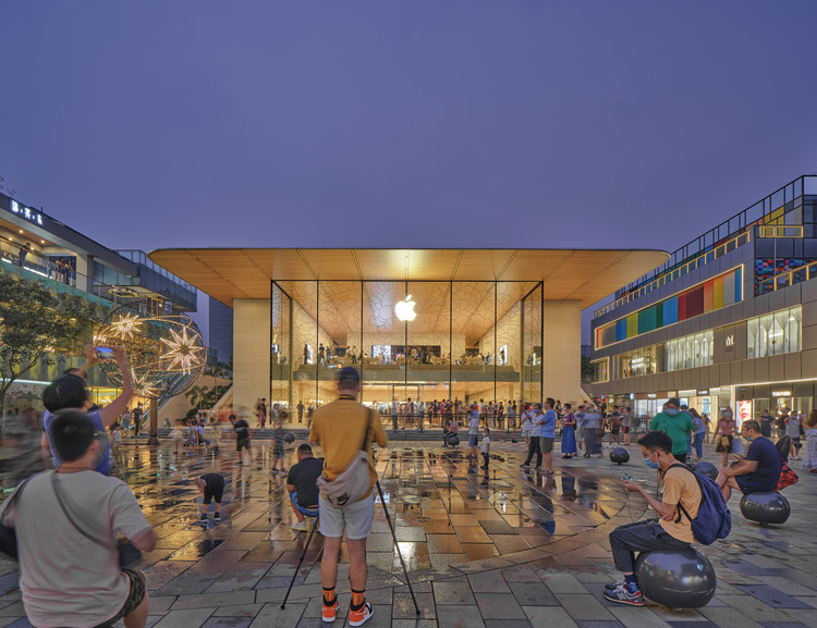 Foster + Partners' Apple Store Opens in Sanlitun Quarter, Beijing, © Chaoying Yang