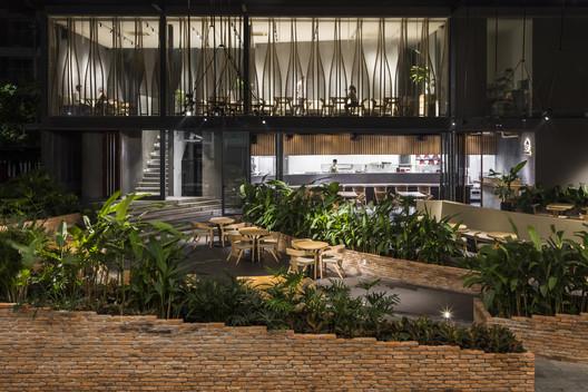 IPPUDO Rstaurant Vietnam / Takashi Niwa Architects
